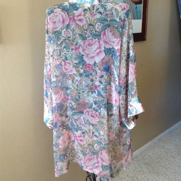 36f863773 Victoria s Secret Vintage Robe. M 5bfc31e11e2d2df3f460bb2f